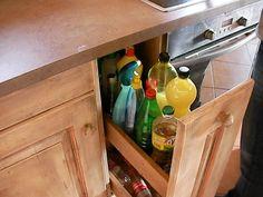 tisztítószerek, citromlé, ecet, olaj, szörpök