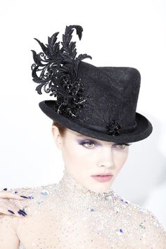 Philip Treacy at Ritz Fine Jewellery Philip Treacy Hats, African Hats, Mad Hatter Hats, Pamela, Kentucky Derby Hats, Love Hat, Hat Hairstyles, Emo Fashion, Fashion 2020
