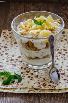 Romanian Desserts, Tiramisu, Healthy Recipes, Healthy Foods, Bakery, Sweet Treats, Deserts, Food And Drink, Ice Cream