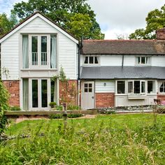 Take a tour around this stunning Sussex cottage Cottage Interiors, Cottage Homes, Country House Interior, Country Homes, Cottage Extension, Modern Country, House Front, Ideal Home, Curb Appeal