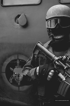universe of chaos Ghost Soldiers, Airborne Army, Indian Army Wallpapers, Swat Police, Hd Wallpaper Android, Military Special Forces, Police Life, Panzer, Law Enforcement