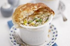 Chicken and mushroom pot pies Comfort food at its best. These chicken pies from Essentials magazine are oozing with a creamy filling that's made using a can of mushroom soup - easy! Chicken And Mushroom Pie, Easy Chicken Pot Pie, How To Cook Chicken, Mushroom Soup, Pie Recipes, Dinner Recipes, Cooking Recipes, Dinner Ideas, Entree Recipes