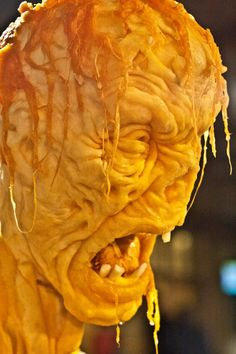 New Life-Size Zombie Pumpkin Display by Villafane Studios I would love to have this guy in my front yard! Awesome Pumpkin Carvings, Pumkin Carving, Zombie Pumpkins, Halloween Pumpkins, Spooky Halloween, Halloween 2018, Halloween Stuff, Halloween Ideas, Halloween Decorations
