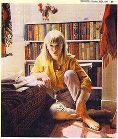 Rare photo of Marianne Faithfull at home in The Weekend newspaper Patti Hansen, Lauren Hutton, Nastassja Kinski, Hippie Man, Marianne Faithfull, Swinging London, Vintage Outfits, Vintage Fashion, Classic Rock