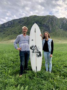 Surfboard art by Ieva Ozola. Hand illustration on board by Posca markers. Surfboard Art, Skater Boys, Posca, Surf Art, Hand Illustration, Penny Boards, Longboards, Surfing, Skateboarding