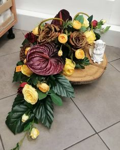 Vence, Funeral Flowers, Floral Wreath, Gardening, Wreaths, Table Decorations, Home Decor, Wood, Flowers