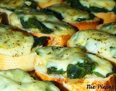 Grzanki ze szpinakiem Vegetable Pizza, Meat, Chicken, Vegetables, Food, Essen, Vegetable Recipes, Meals, Yemek