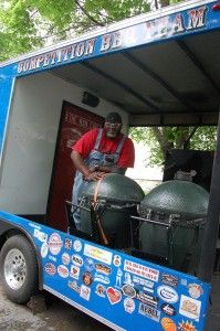 Great article on Moe Cason and competition barbecue. Barbecue Pit, Bbq Grill, Big Green Egg Smoker, Bbq Pitmasters, Homemade Smoker, Learn Programming, Smoker Cooking, Grilling Tips, Edible Arrangements