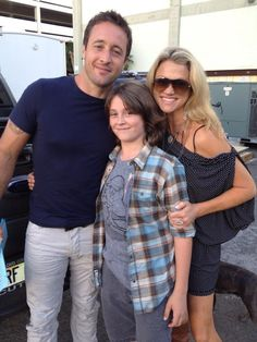 ♥♥♥  BTS on the set of Hawaii 5-0 ep 3.11 (Kahu).  Alex with Tristan Lake Leabu and his mother.