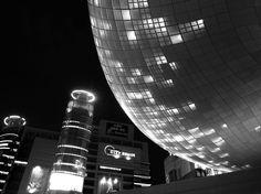#seoul, #dongdaemun design plaza, archtecture by #zahahadid , photo: sebastian michalski