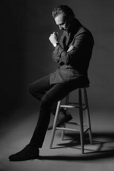 Tom Hiddleston by Kurt Iswarienko. Source: http://www.kurtiswarienko.com/ Via Torrilla http://m.weibo.cn/status/4097699303338949 . Ful size image: http://wx4.sinaimg.cn/large/6e14d388gy1feq7aqncrgj20l50voahj.jpg