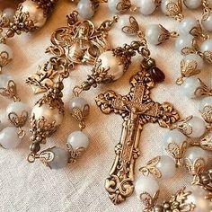 Rosary Prayer, Praying The Rosary, Holy Rosary, Catholic Jewelry, Rosary Catholic, St Joan, Kirchen, Crucifix, Communion