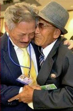These two men were soldiers in the Korean War. Now, 50 years after they first met, they realise they are are now brothers in faith, serving Jehovah.