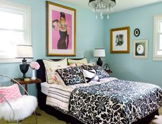Small guest bedroom Hollywood glamour decor.
