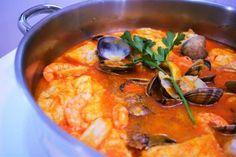 Zarzuela de pescado y marisco Fish Recipes, Mexican Food Recipes, Ethnic Recipes, Chorizo, Peruvian Recipes, Cooking Recipes, Healthy Recipes, Spanish Food, Savoury Dishes