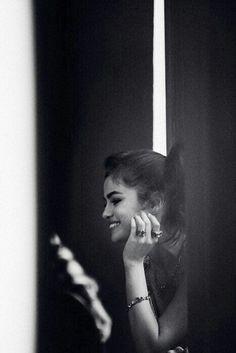 Selena Gomez behind the scenes of the trainees' spring / summer 2018 campaign . - Selena Gomez behind the scenes of the trainer's spring / summer 2018 campaign. Selena Selena, Selena Gomez Fotos, Wallpaper Musica, Selena Gomez Wallpaper, Billboard Magazine, Marie Gomez, Trainer, Khloe Kardashian, Billie Eilish