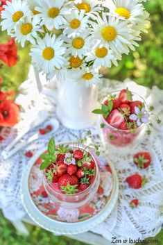 Raspberry, Strawberry, Fruit Photography, Good Morning Coffee, My Tea, Food Cravings, Princess Party, Pretty Flowers, Afternoon Tea