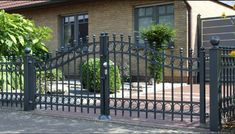 Custom Driveway Gates by JDR Metal Art for Homes Farms Ranches & Estates - Steel Iron & Aluminum Gates - Custom Driveway Gates - JDR Metal Art - Iron Steel & Aluminum - Home Farm Ranch & Estate Aluminum Driveway Gates, Aluminium Gates, Metal Gates, Wrought Iron Fences, Tor Design, Iron Gate Design, Farm Gate, Types Of Fences, Entry Gates