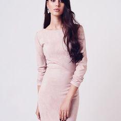 Для любой погоды есть правильные платья, наше замшевое с открытой спинкой - именно из таких  ✔️На фото платье ( материал - замша, размер s, цвет только такой, цена - 110 BYN )