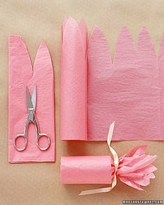 Favors Fill a toilet paper roll with candy, and then wrap pink tissue paper around it in a fun floral shape for a sweet gift.Fill a toilet paper roll with candy, and then wrap pink tissue paper around it in a fun floral shape for a sweet gift. Craft Gifts, Diy Gifts, Diy Y Manualidades, How To Wrap Flowers, Flower Wrap, Diy Flower, Paper Gifts, Creative Gifts, Homemade Gifts