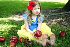 My photo : little Snow White. Bella's birthday party. Snow white themed. Red apples and red lips. Dana Sky photography