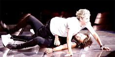 one direction News - Fashion, Hair & Beauty, Sex and Relationships :: Cosmopolitan UK Niall Und Harry, Louis Tomlinson, One Direction Images, Best Duos, Louis Williams, Wattpad, Music For Kids, 1d And 5sos, Harry Edward Styles