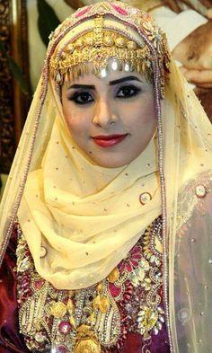 #Oman Beautiful Eyes, Beautiful People, Rajputi Dress, Beautiful Muslim Women, Arab Fashion, Arab Women, Creative Costumes, Turkish Beauty, People Of The World