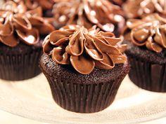 Cupcakes extra allt. Chokladmuffins fyllda med dulce de leche och toppad med frosting gjord på choklad och dulce de leche. Himmelskt goda!