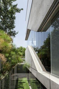 Galeria de Um Corte Concreto / Pitsou Kedem Architects - 19