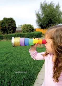 I spy...an easy DIY! Kids can easily make this fun telescope craft for outdoor summer play.