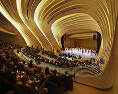 Heydar Aliyev Center - Zaha Hadid (Praça e centro cultural em Baku, capital de Azerbaijão)