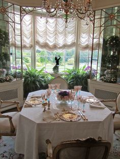 Hillwood Estate breakfast room