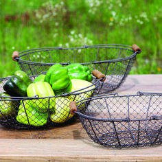 Whether you're collecting vegetables from the garden or keeping yarn organized, these vintage style wire gathering baskets help get the job done. The antiqued chicken wire design and old-fashioned woo...