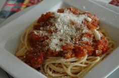 Spaghetti sauce napolitaine.