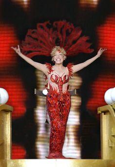 (12) Facebook Bette Midler, Pop Music, Singing, Actresses, Actors, Disney Princess, Celebrities, Fictional Characters, Red Wine