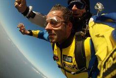 Está na hora de dar um salto na sua vida! Com a Skydive Porto vale de desconto de 75€ por 19,99€ para um salto tandem ou de 150€ para dois saltos, por 29,99. Atire-se de cabeça a 4200 metros de altitude. - Descontos Lifecooler