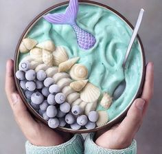 Looking for the perfect smoothie bowl recipe for breakfast or a snack? Aside from being delicious and healthy, whipping up a smoothie bowl Cute Desserts, Beautiful Desserts, Awesome Desserts, Mermaid Bowl, Cute Food, Yummy Food, Smothie Bowl, Yogurt Bowl, Tumblr Food