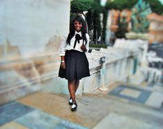 <p> Las faldas midi estilo años 50 son tendencia , son ideales para chicas con la figura en forma de reloj de arena , o sea , con cintura estrecha y casi la misma medida en hombros y caderas ; a mí particularmente es un tipo de falda que me …</p>