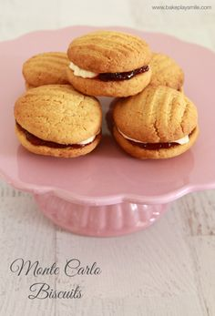 Ever wanted to make your own Monte Carlo biscuits at home? This is the easiest, yummiest Monte Carlo biscuit recipe so taste just as good as the originals! Biscuit Cookies, Biscuit Recipe, Sandwich Cookies, Breakfast Cookies, Cake Cookies, Monte Carlo Biscuits, Baking Recipes, Cookie Recipes, Eid Recipes