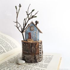 Crafts For Home Creative dimension. Clay Houses, Ceramic Houses, Miniature Houses, Wood Houses, Driftwood Projects, Driftwood Art, Wooden Crafts, Diy And Crafts, Small Wooden House