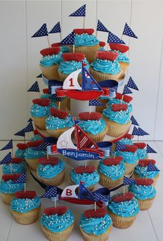 BOAT CAKE TOPPERS: ribbon, toothpick and some gummy sweets make these sweet nautical cake toppers! First Birthday Parties, First Birthdays, Sailor Party, Nautical Party, Nautical Cake, Baby Boy Shower, Party Time, Boats, Fiesta Marinera