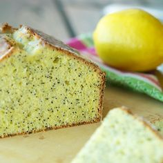 Lemon-Poppy Pound Cake from Joanne Chang's Flour cookbook Flour Bakery, Bakery Cafe, Poppy Seed Bread, Yummy Treats, Yummy Food, Lemon Bread, Lemon Recipes, Eat Dessert First, Joanne Chang
