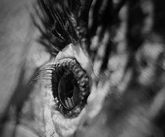 BAD DREAMS - Imagens a preto e branco, tremidas, sobrepostas ou desfocadas, captada em ecrã de televisão ou com controlo de velocidade ou abertura