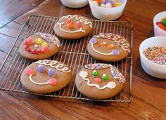 Gingerbread Face Cookies: Christmas Crafts & Holiday Recipes - Kaboose.com