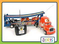Autko Maniek tir z lawetą + autka.     Zdalnie sterowany tir Maniek z naczepa i trzema autkami służb specjalnych – idealna zabawka dla każdego fana bajki Cars Auta.