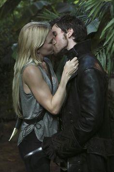 #Series de #TV | ¿Hook y Emma? ¿Emma y Hook? ¿Estáis preparados para el regreso de #OnceUponATime? www.beewatcher.es