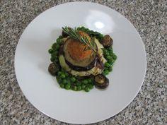 JHS /Tarte aux pommes de terre et le boeuf croquettes de pommes de terre , petits pois et champignons roquette Gino D'Aquino