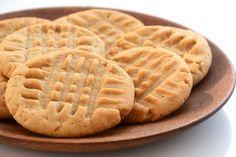 Mennyei és villámgyors mogyoróvajas keksz, amihez csak három hozzávaló (meg egy csipet só) kell. Fantasztikusan omlós, és minden eleme egészséges. Glutén-, tej- és tojásmentes, vegán recept. Cookie Time, Keto Cookies, Cookies Soft, Chip Cookies, Easy Cookie Recipes, Dessert Recipes, Pumpkin Recipes, Easy Desserts, Biscuits Keto