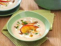 Cremige Maronensuppe mit Apfel-Sellerie-Topping