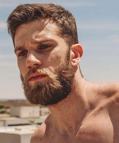 The top short hairstyles for men for the year 2018 are eye-catching and somewhat sophisticated. Forget about the one-length and monotone haircuts that guys liked to rock a couple of years ago. Today the short mens hairstyles have become particularly. Beard Styles For Men, Hair And Beard Styles, Curly Hair Styles, Great Beards, Awesome Beards, Mens Hairstyles With Beard, Haircuts For Men, Hairy Men, Bearded Men